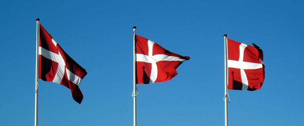 Foto af 3 Dannebrogsflag