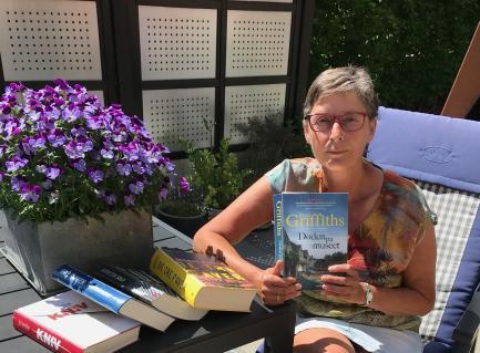 Ellen med krimibøger