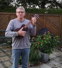 Per med sin ukulele