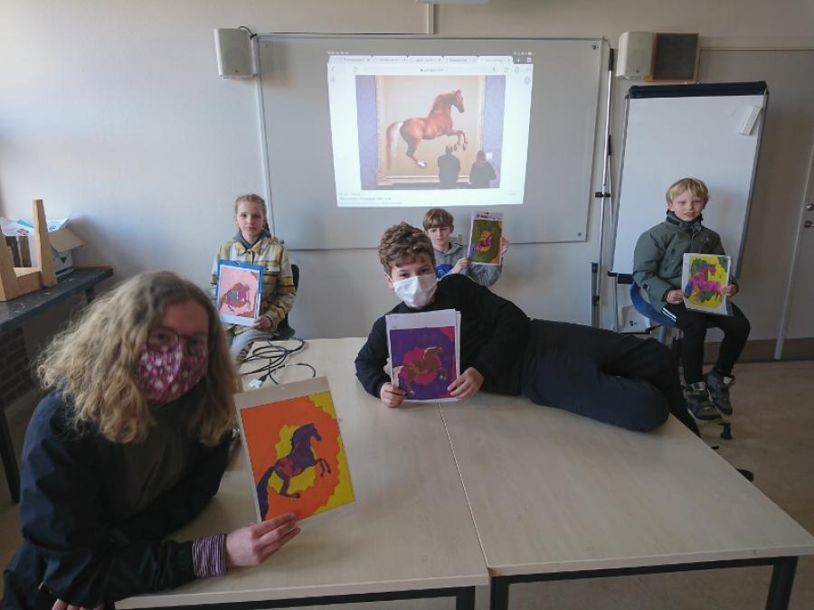 Fotografi af elever fra Sorø Musiske Skoles Kunstlinje